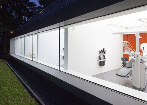 dezeen_Dentist-with-a-View-by-Shift-architecture-urbanism_ss_12 (1)